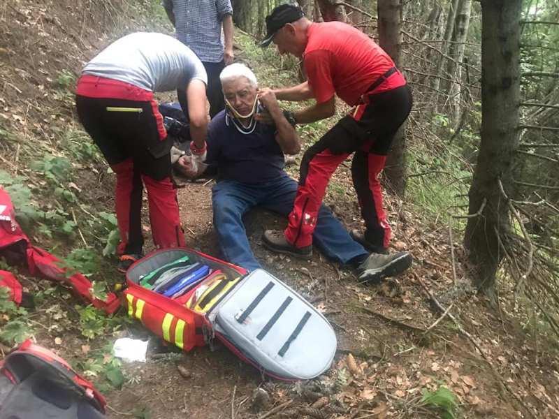 Turist de 84 ani, coborât din munte de salvamontişti