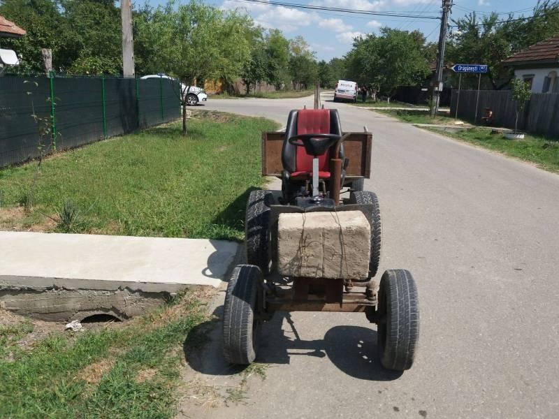 O ciudăţenie improvizată la un tractoraş a băgat două persoane în spital