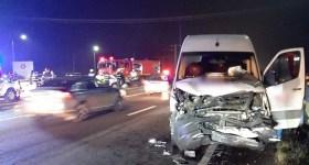 Microbuz cu călători, implicat în accident la intersecţia de la Floreşti