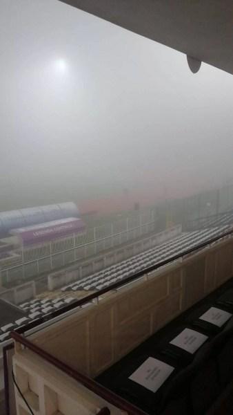 Derbiul etapei a XVIII-a din campionatul Ligii a II-a de fotbal, dintre Campionii FC Argeș și FC Petrolul Ploiești, a fost decalat pentru duminică, la prânz, din cauza ceții dese de la Pitești!
