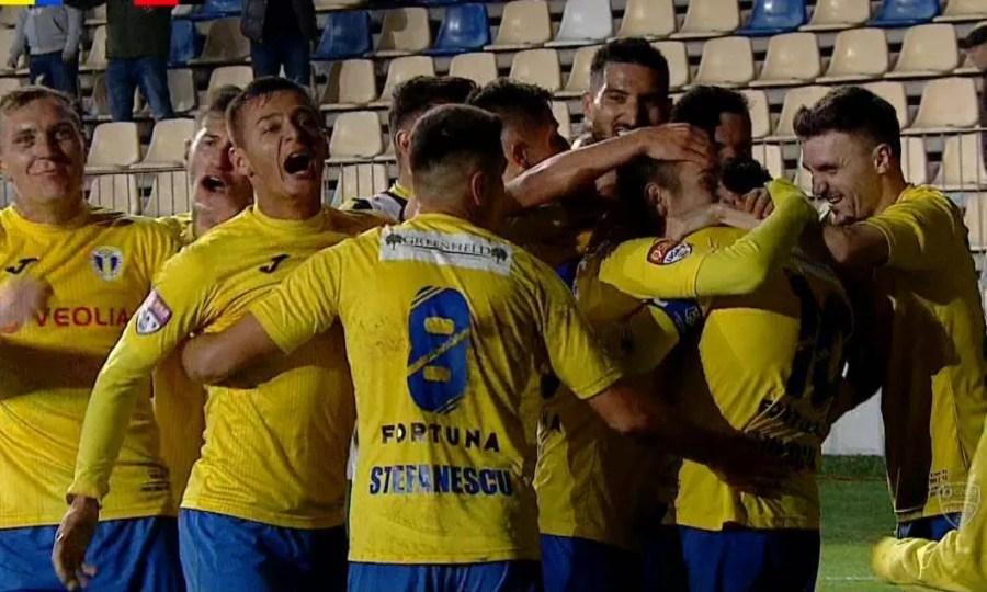 Se poate câștiga și a doua oară, acasă, cu 1-0, având un arbitraj și mai ostil! – numai despre ce se întâmplă la FC Petrolul, echipa de suflet a ploieștenilor și a prahovenilor (episodul 20)
