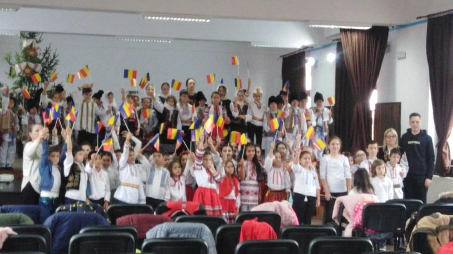 Elevii din Bărcăneşti au vestit Ziua Naţională cu candoare, drăgălăşenie şi patriotism