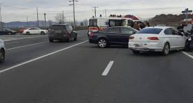 """3 maşini au intrat în coliziune în """"intersecţia morţii"""""""