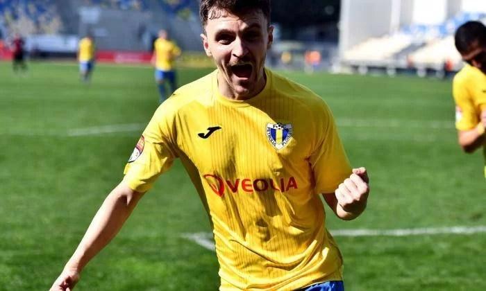 Deși se specula că ar fi fost scos în ultimul moment de pe lista disponibilizaților, Bogdan Gavrilă s-a despărțit pentru a doua oară de-un Petrolul!  Astăzi, a reziliat contractul cu clubul găzarilor
