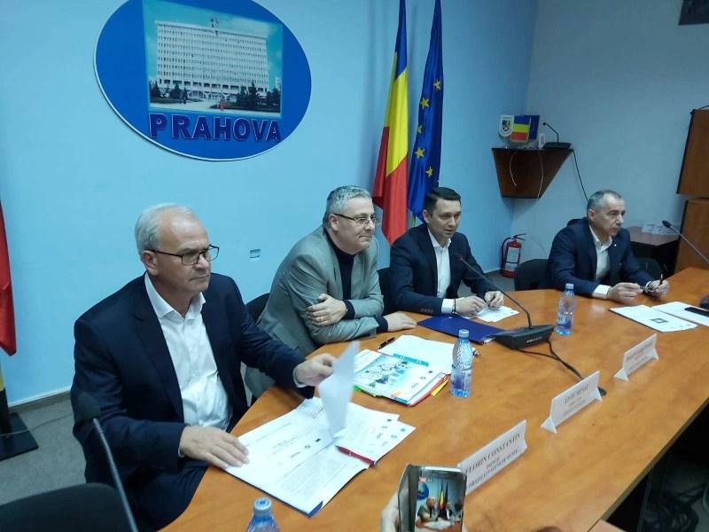 Primarul Florin Constantin a semnat contractul de finanţare cu fonduri europene a Ambulatoriului Vălenii de Munte