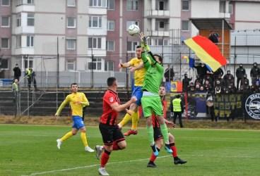 """Remontadă de final, pe un teren pe care până la… UTA parcă fusese """"interzis"""" să câștigi! Arnăutu și un autogol provocat de Younes au adus 3 puncte mari pentru Petrolul, la Ciuc, dar """"omul meciului"""" a fost Saim Tudor!"""