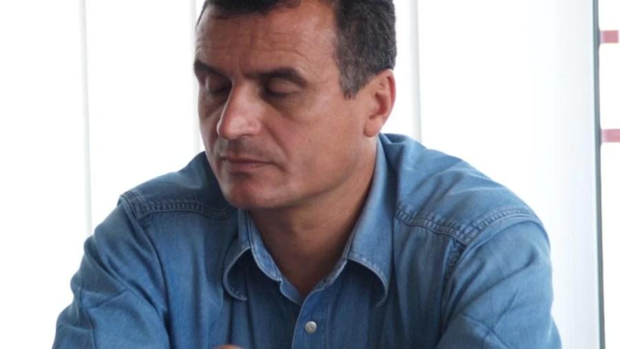 """Marți, trei ceasuri rele? Directorul sportiv al Petrolului, Costel Lazăr, a fost total nemulțumit de ce s-a discutat ieri la sediul FRF. Adică, un fel de… """"alba-neagra"""" sau cam așa!"""