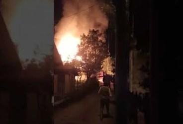 Incendiu puternic la o casă din Comarnic (imagini)