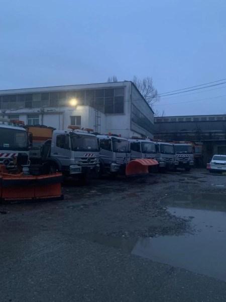 Primăria Ploiești anunță că scoate utilajele cu antiderapant în municipiu