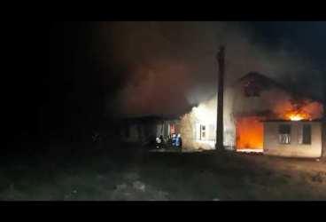 Incendiu devastator la o societate de prelucrare produse petroliere din Prahova