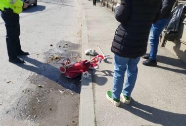Persoană cu dizabilități lovită de un taxi Mercedes la trecerea de pietoni din fața Maternității (imagini)