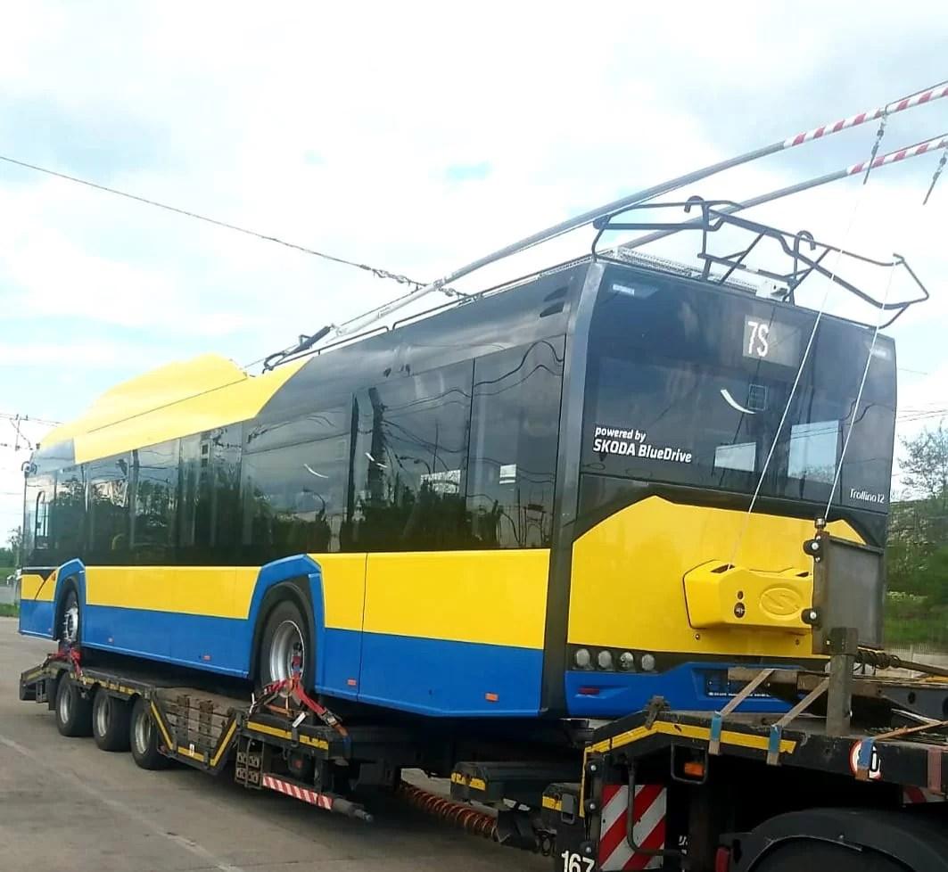 Două troleibuze noi intră pe rutele din Ploiești