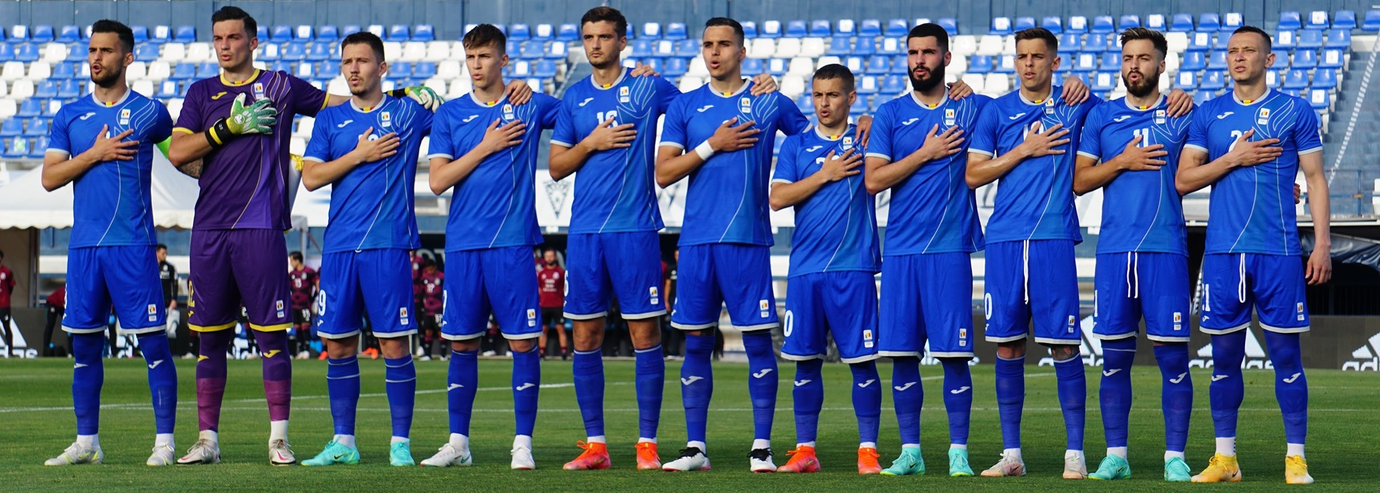 """Prahova continuă să ofere fotbaliști la echipele naționale. Fie că sunt din județ, dar joacă în altă parte, fie de la Petrolul, fie veniți din """"import""""!"""