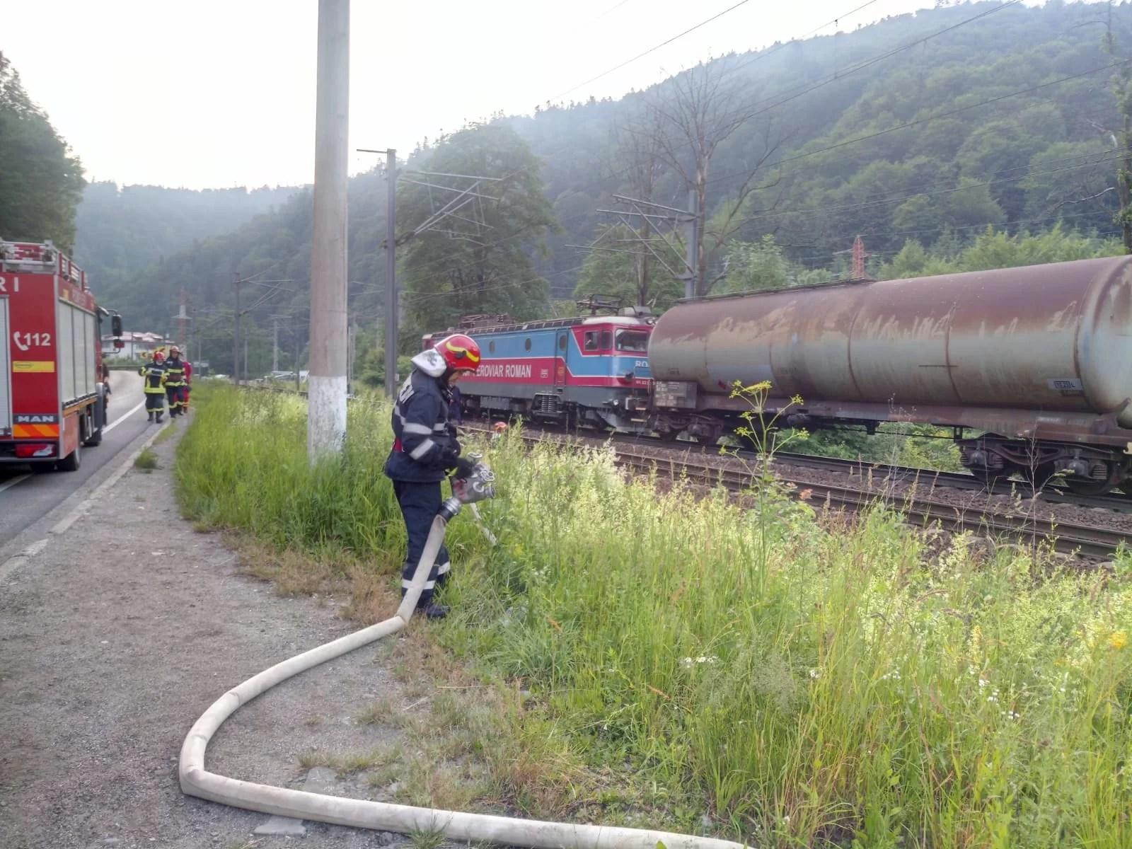 Incendiu la un vagon de tren plin cu benzină, pe Valea Prahovei