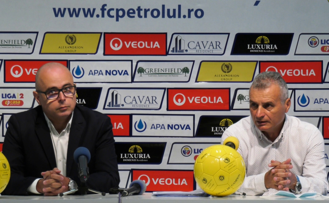Conferință de presă în trei acte, înaintea meciului cu AFK Csikszereda. Sponsor mai vechi, director nou la marketing și declarații făcute cu maximă precauție față de jocul contra ciucanilor. Plus precizări importante, într-un comunicat al membrilor fondatori ai Petrolului '52