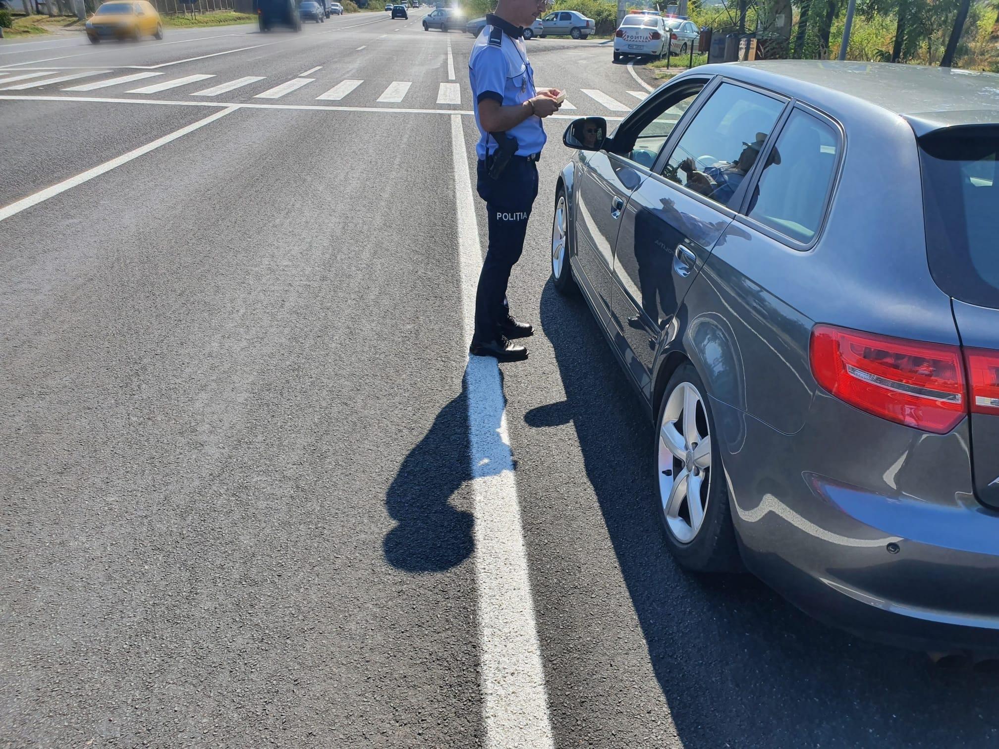Taximetrist agresiv acuzat de ultraj asupra unui polițist