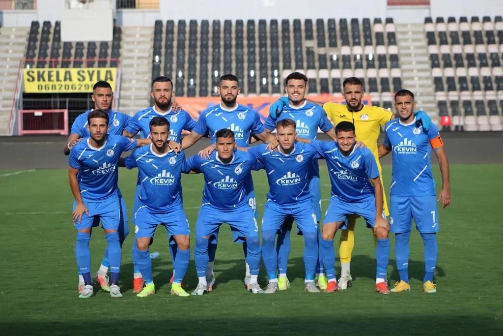 După experiența nefericită de la FC Argeș, fostul play-maker al falimentatei SC FC Petrolul, spaniolul Pablo de Lucas, nu a mai revenit în România. În prezent, face parte din lotul liderului Super Ligii din Albania, FK Kukësi, echipă antrenată de ex-secundul lui Lucescu jr., italianul Diego Longo!