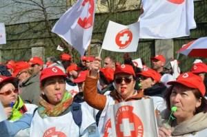 Sindicaliștii din Sănătate ies în stradă și protestează în fața Guvernului