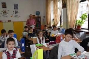 """Medic de boli infecțioase: """"Şcolile ar trebui să rămână închise până după vacanța de vară"""""""