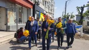 Rareș Bogdan și liderii PNL, baie de mulțime la Slatina