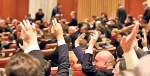 Parlamentul a dat undă verde pentru REFERENDUMUL pe tema Justiţiei