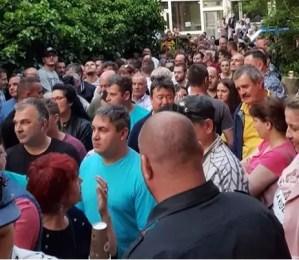 Sute de cetățeni români din Diaspora la cozi