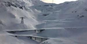 Drumarii au început să curețe Transfăgărășanul