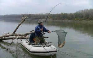 Pescari olteni, certați cu legea