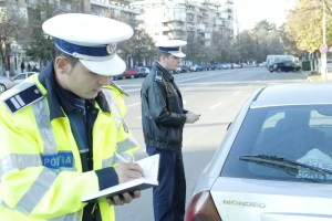 Polițist de la Rutieră prins că a luat MITĂ de la un șofer