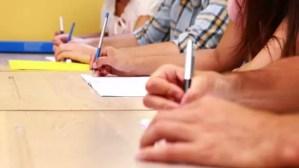 Peste o sută de dascăli au 'chiulit' de la examen