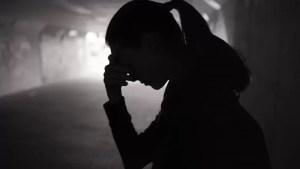 O tânără a fost bătută și tâlhărită în Slatina