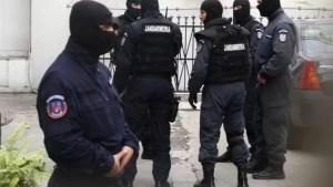 Percheziții de amploare ale polițiștilor la traficanții de droguri: 30 de persoane sunt aduse la audieri