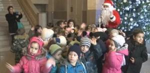 Moș Crăciun așteptă colindători la Primăria Slatina