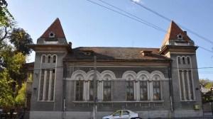 Clădire din anii '30 renovată, în Slatina