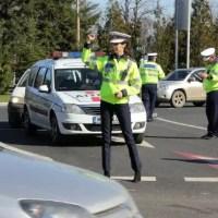 Oltean beat și fără permis, reținut, după ce a lovit o mașină de poliție
