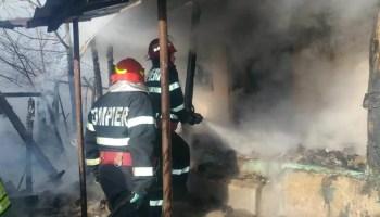 Casa_facuta_scrum Casă în flăcări, o familie a rămas pe drumuri