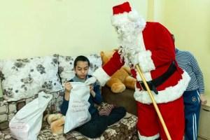Darurile lui Moș Crăciun au ajuns la copiii din Slatina