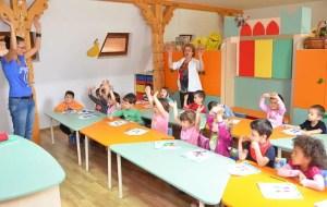 Creșele și after-school-urile s-ar putea deschide pe perioada verii, cu un număr redus de copii