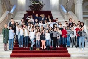 """Siminica Mirea, alături de copiii de la Liceului """"Petre Pandrea"""" din Balș în Parlamentul României"""
