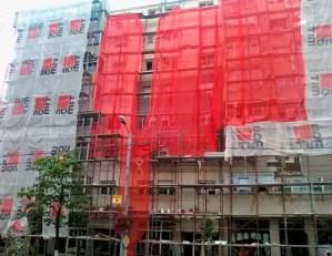 Anvelopările blocurilor, în Slatina, continuă