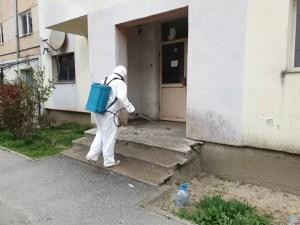 Acțiune de dezinfectare a tuturor scărilor de bloc din Balş, în desfăşurare