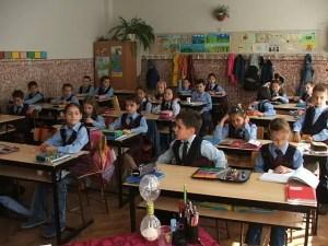 Toți elevii, din clasa I până în clasa a XII-a, vor purta mască și la ore, și în pauze