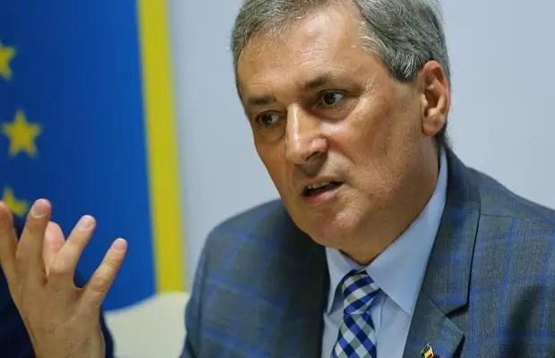 marcel-vela Ministrul interimar al Afacerilor Interne, Marcel Vela, a anunţat, luni, că se vor suspenda, începând din data de 10 martie, transporturile rutiere şi feroviare către Italia şi din această ţară către România.