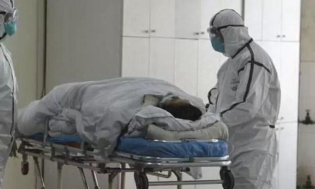 spital-medici-covid E mai rău decât știai în Italia: Bolnavii în stare gravă nu mai sunt ventilați pentru că prioritatea sunt pacienții care pot fi salvați