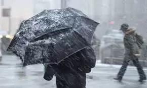 Alertă meteo. Se schimbă radical vremea în weekend. Unde se întorc ninsorile