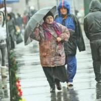 Vremea rea se dezlănțuie - Plouă cu găleata!