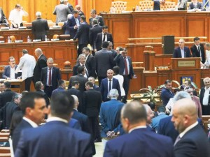 Parlamentarii revin la muncă: ședință în Parlament cu prezența fizică a aleșilor