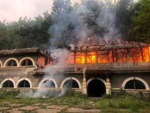 Tabăra de elevi din Vitomirești, în flăcări