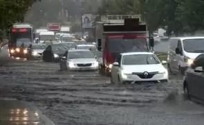 Vine POTOPUL: Meteorologii au emis COD ROȘU de precipitații