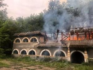 Tabăra de elevi din Vitomirești, în flăcări -reprezentanții Ministerului Tineretului și Sportului DORM!